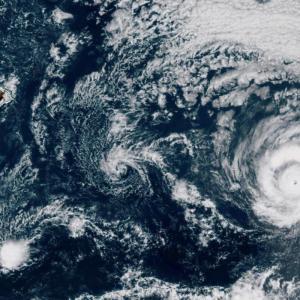 【ハワイ】ハリケーンに備えてスーパーなどに長蛇の列