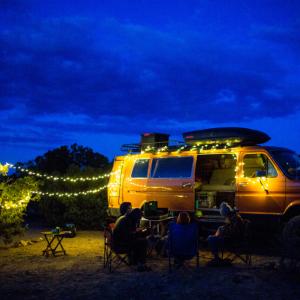 テントを装飾!? 話題のガーランドライトの紹介!映えるキャンプでより楽しく♪