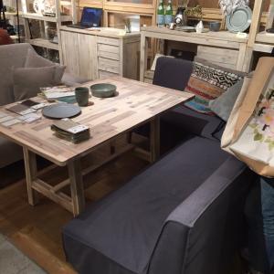 unicoのダイニングテーブルとベンチソファ