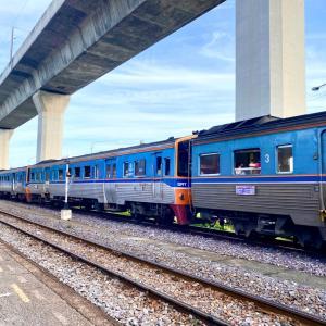 タイ国鉄マンの遊び心