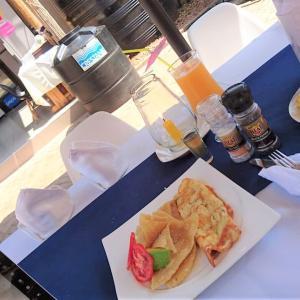 ウガンダで朝食を!(^_^ゞ