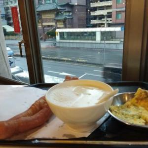 台湾を代表する朝食屋「阜杭豆漿」