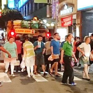 「乙女の祈り」  台湾のゴミ収集車