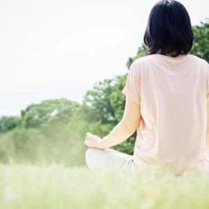 瞑想は更年期の体の不調を軽減?みぞおちの張りや胸苦しさも改善?