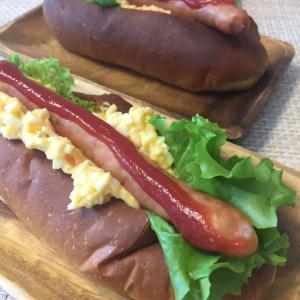 ホットドッグ最高に美味しいです〜!ほんのり甘みのあるコッペパンとタルタルがマッチしてペロリと