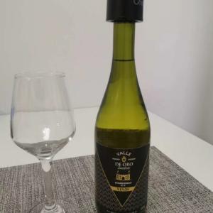 ワインが60元だったので、プロシュートと共に飲んだくれです。