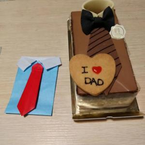 ケーキを見た夫の第一声は「何これすげー!」[偷笑]ワインもケーキも美味しくて家族みんな笑顔