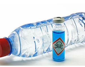 飲料水ボトルに消毒液