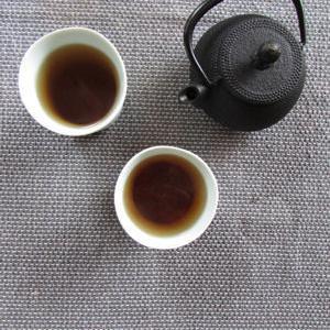 自家焙煎でどくだみ焙じ茶をつくる
