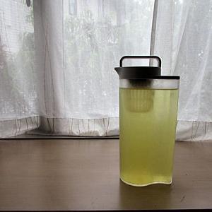無印の冷水筒にシンデレラフィット茶こし