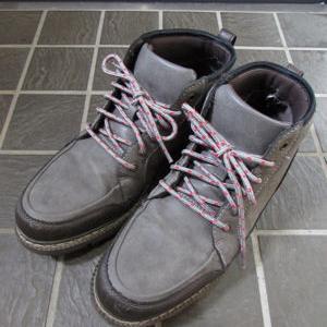 ちぎれそうな靴紐を交換する
