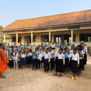 カンボジアの学校が段階的に再開へ