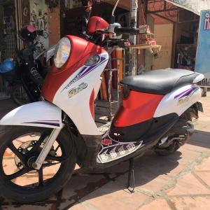 カンボジアのスティッカーショップでバイクを新調
