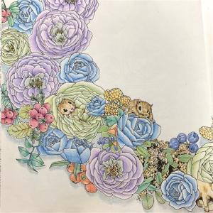「森が奏でるラプソディー」よりバラと動物の見開きページの塗り絵