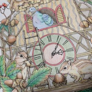 鳩時計の塗り絵「森が奏でるラプソディー」リスにどんぐり