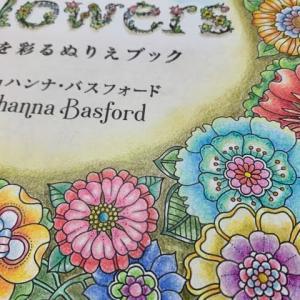 お花いっぱいの塗り絵本『フラワーズ』の中身を紹介!タイトルページが完成