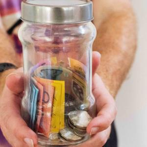 国はもう年金で老後を守ってはくれない!金融庁が報告書で投資による資産形成を勧告