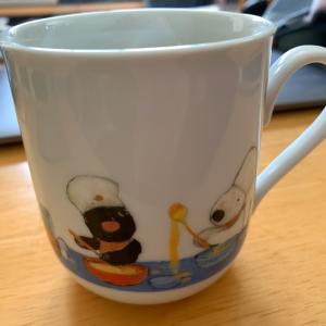 日本茶をリサとガスパールのカップで飲む