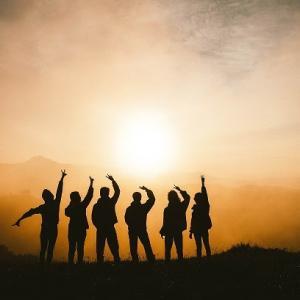 【アラフィフからのストナン】成功した人と友達になれ。 彼らと一緒に過ごし刺激を受けるうち、あなたも彼らのようになれる。