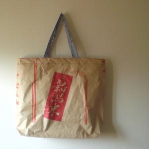 ワントーンの米袋バッグ