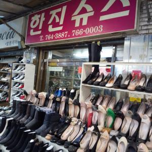 【東大門靴卸売市場】ストレッチ素材のブーツ