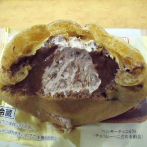 ◆ヤマザキ 「クリームたっぷりダブルチョコシュー」 ◆