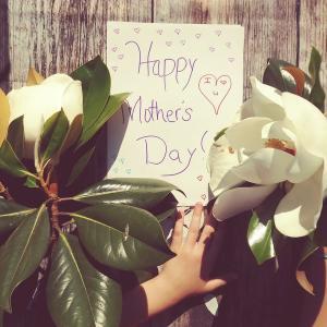 【母の日】人気のプレゼント「1位お花」「2位スイーツ」「3位食事」