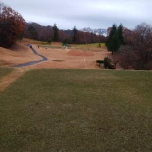 小雨の中のゴルフ