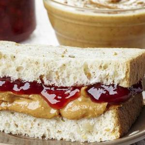 Peanutbutter & ketchup サンド?