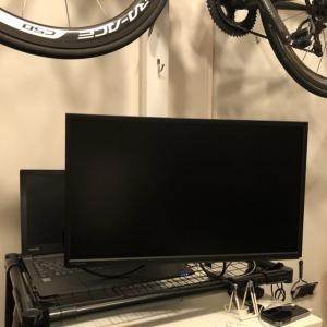 在宅業務効率アップ!PCモニターを壁かけにする