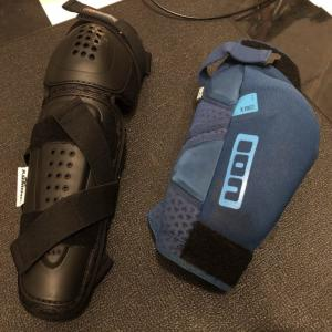 MTBで膝につけるプロテクターのタイプは2種類あるけどどっちも持ってる