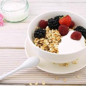 グラノラ+牛乳で腸の調子が最高!【栄養満点でおすすめな2つの理由】