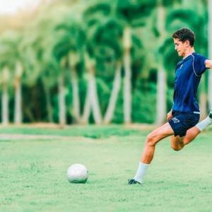 サッカー|30代男子が選ぶ凄まじかったキック力を持つ歴代シューター7選【海外選手から元日本代表まで】