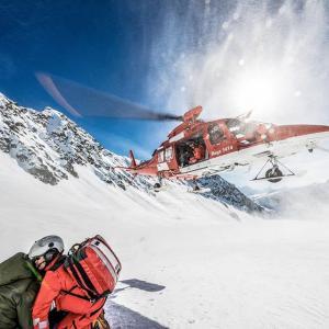 スキーシーズンに活躍する、救急ヘリのrega