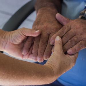 医療看護師、介護士への関心と離職