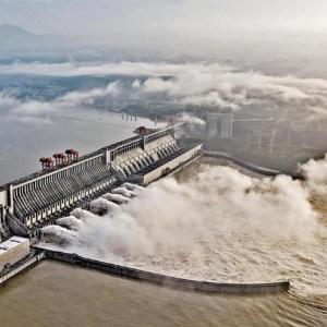 【動画】中国の洪水と三峡ダム、経済と株の影響?