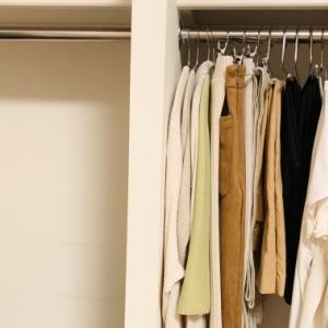 ミニマリストが実践している捨てるべき服の5つの基準【300着から30着へ】