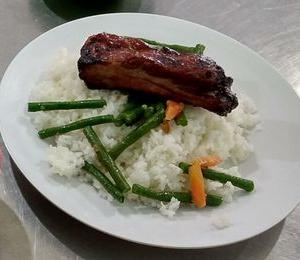 今週のビンヤン食堂(5/31~6/6) 肉料理。
