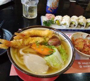 寿司屋だが、天ぷらうどんがうまい。