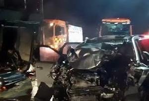〇韓国で装甲車追突事故 一般車ぺしゃんこで四人死亡