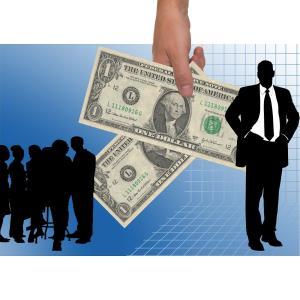 最低賃金を払わない語学学校経営者