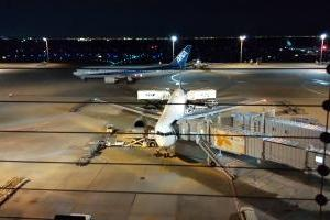 【羽田空港の夜景と遊び場】無料の展望デッキと子どもの遊び場 ☆ パパを迎えに羽田空港へ