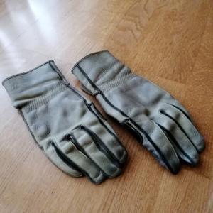 私のツーリングアイテム ~皮手袋~