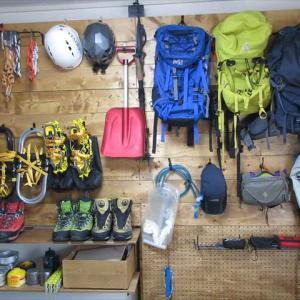 私の山道具はDIYで壁掛け収納で解決しました!
