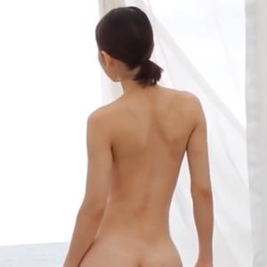 木嶋のりこ – 海に向かって全裸を見せる女