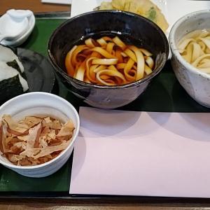名古屋市熱田区『宮きしめん 伊兵衛』赤白きしめん 食べ比べセット