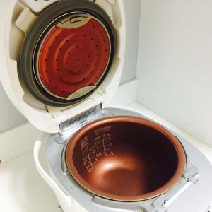 意外と知らない炊飯器のお手入れ。気になる汚れ・こびりつきをスッキリ落とすコツは?