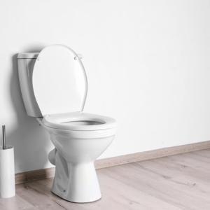トイレマットは必要?敷くメリット・デメリットと床掃除を楽にするヒント