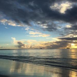 夕方のビーチを散歩してきた。