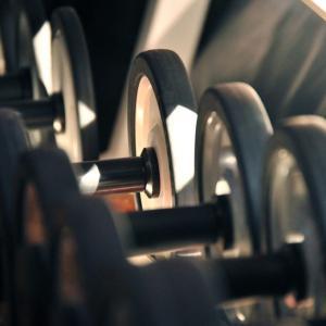筋トレは毎日すべき?入れるべき時間帯や有酸素トレーニングとの組み合わせについて解説!
